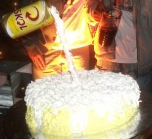 Achei o máximo esse bolo , e sim é de comer kkk'  .