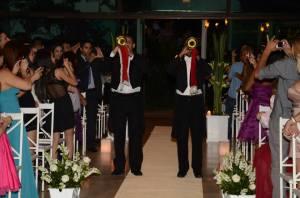 Na hora em que os noivos entrarão  foi estilo rei,princípe e tal ..