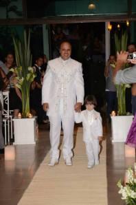 A entrada do noivo com o Enzo (Renato o noivo)